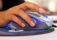 An exhibitor displays Sandio's new 3D Ga